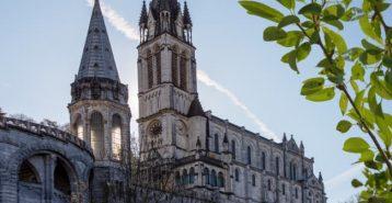 Lourdes, Frankrike – den katolska helgedomens hemvist
